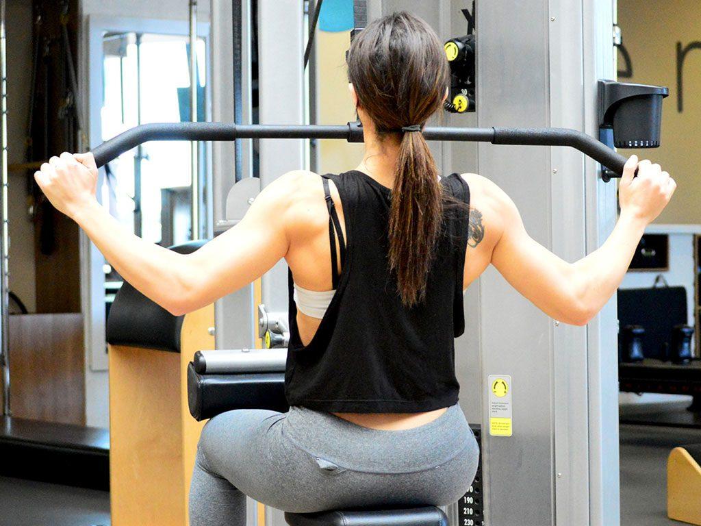 come aumentare massa muscolare braccia esercizi