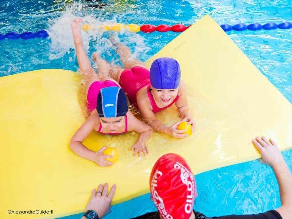 corsi nuoto bambini 4 6 anni accadueo milano