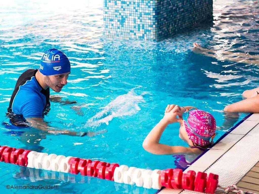 istruttore nuoto bambini accadueo milano