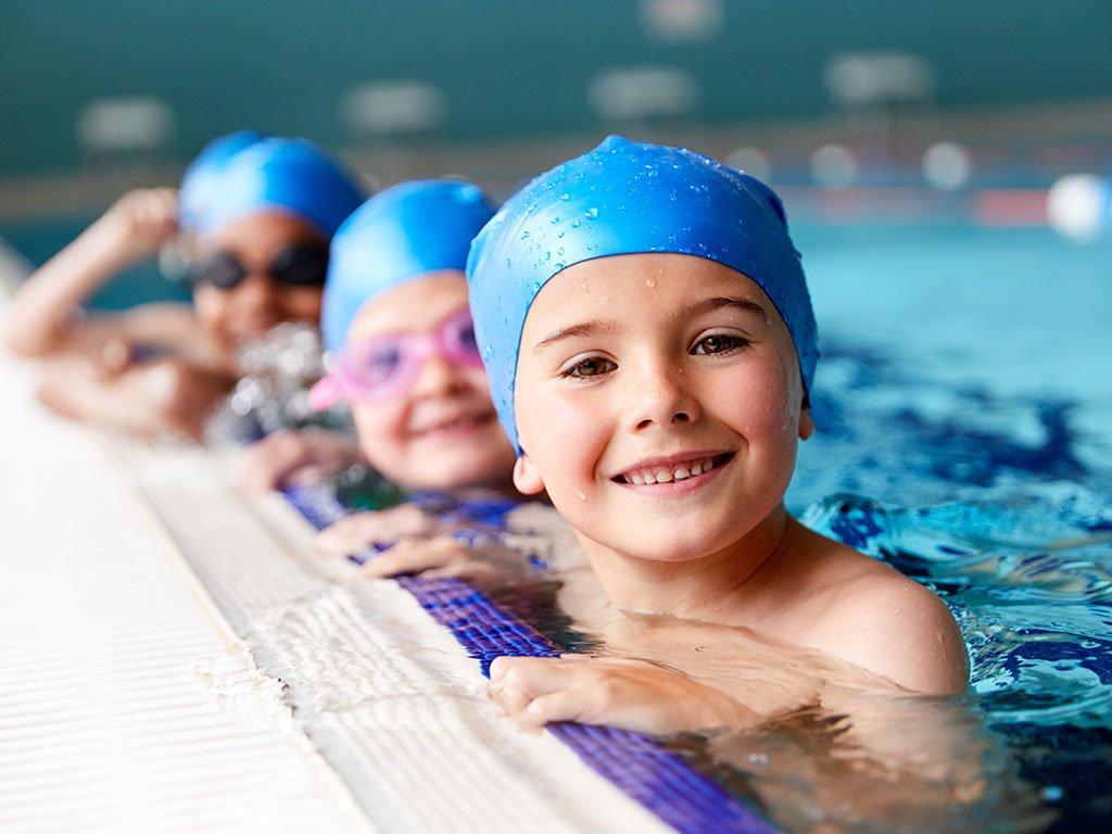 bambini in piscina e raffreddore