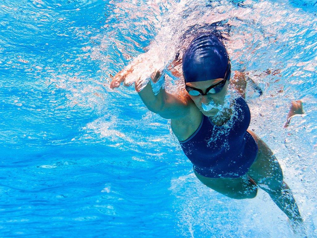 nuoto fare sport con raffreddore
